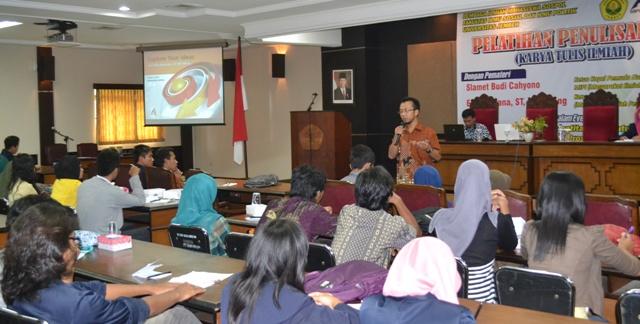 UNEJ - Pemateri dalam Pelatihan Karya Tulis Ilmiah
